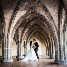 wedding couple at villa cimbrone in ravello